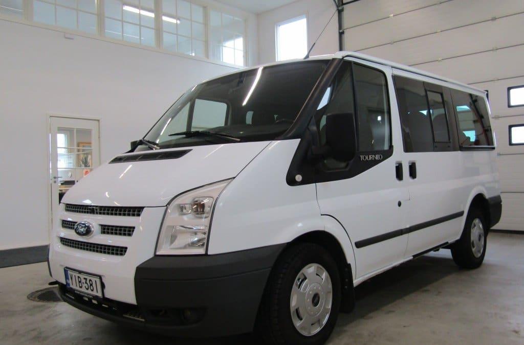 Pikkubussi Ford Tourneo 1+8 paikkainen 89€/vrk